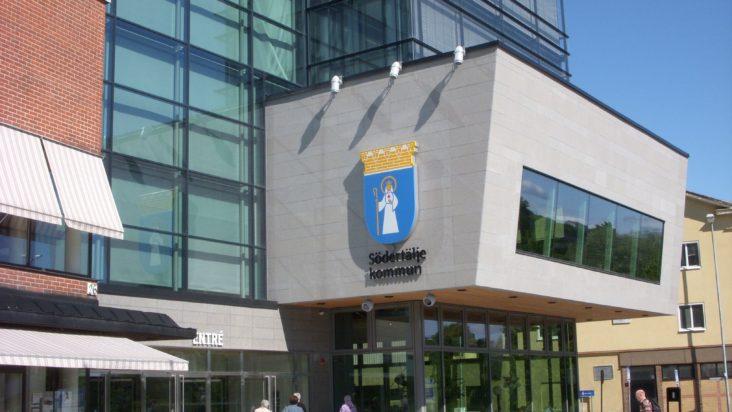 Södertälje stadshus, politik